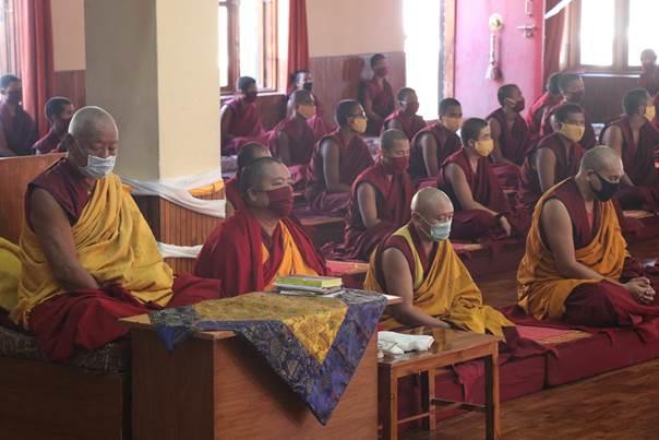 moines du monastère de Kaïs en inde